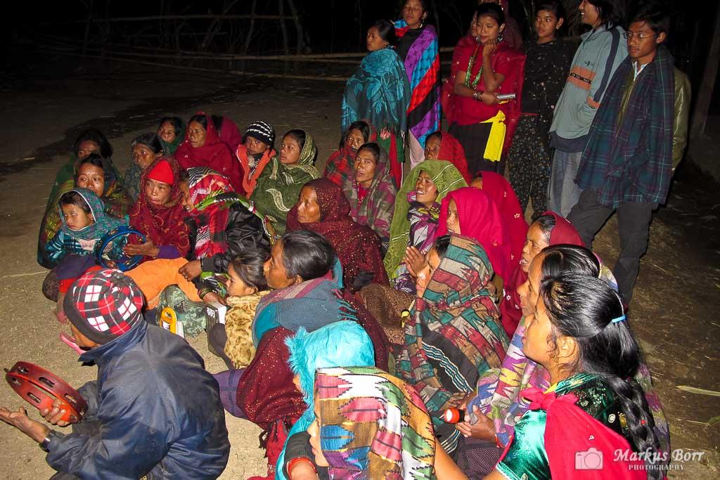 Singen und Tanzen mit den Menschen in Swaragaun