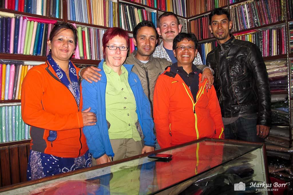 Wir mit unseren nepalesischen Freunden