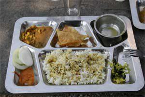 Essen an der Straße von Kathmandu nach Pokhara