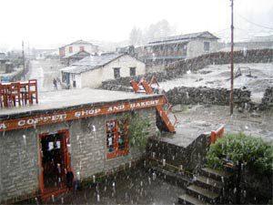 Einsetzender Schneefall In Kalopani