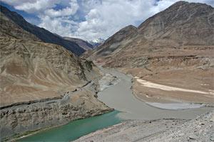 Zusammenfluss von Indus und Zanskar