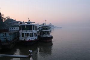 Boote im Hafen von Mandalay
