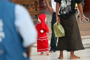 Weihnachtsmann in der Shwedagon Pagode