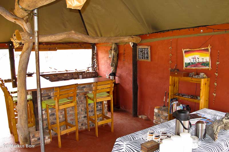 Bar im Abadi Mountain Camp