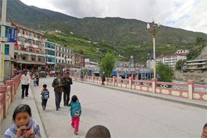 Tibetische Stadt Derong