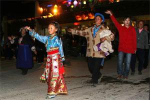 Tanz am Abend in Tibet